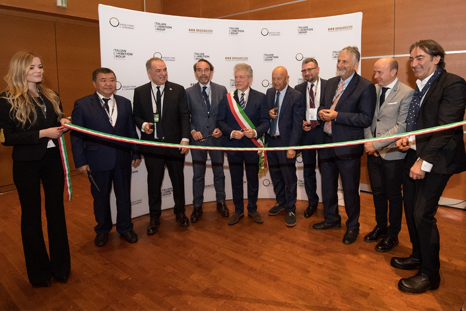 Cutting of the ribbon for OROAREZZO